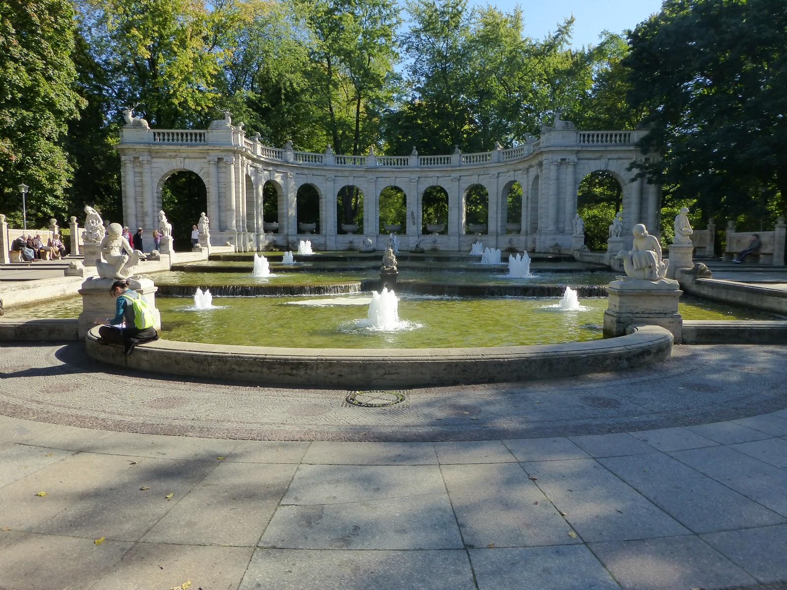 Friedrichshain Park. Viajar Juntas. Viajes de Mujeres.Salidas grupales diseñadas y pensadas para mujeres. Viajes de mujeres en grupo